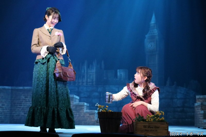 (左から)ライザ役の松岡里英さん、メアリー役の中島早貴さん