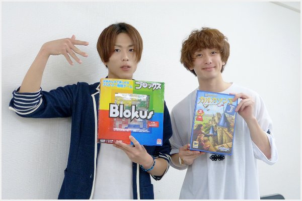 五十嵐啓輔さん(右)が四條真悟さんと、流行のボードゲームイベントを開催