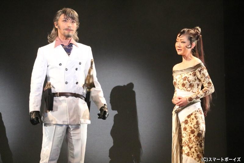 メルセデス・ド・モルセール役の遠山景織子さん(写真右)