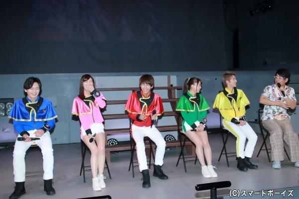 古坂さんのエピソードに爆笑する5人