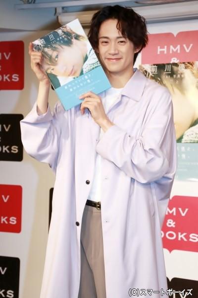 1st写真集「優しい花と笑い声」をリリースした前川優希さん