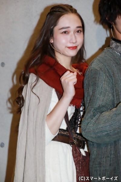アンナ役の白本彩奈さん