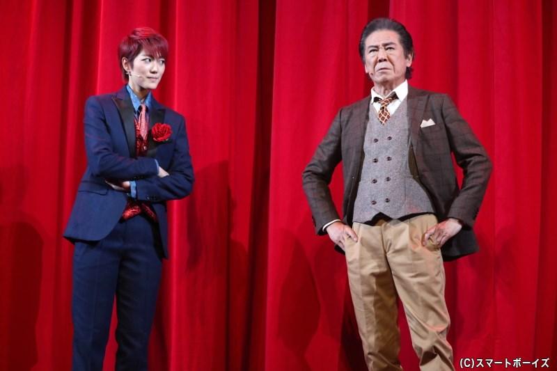 ある豪華客船に乗りこんだ刑事の熊田は、REDと名乗る探偵と出会うことに