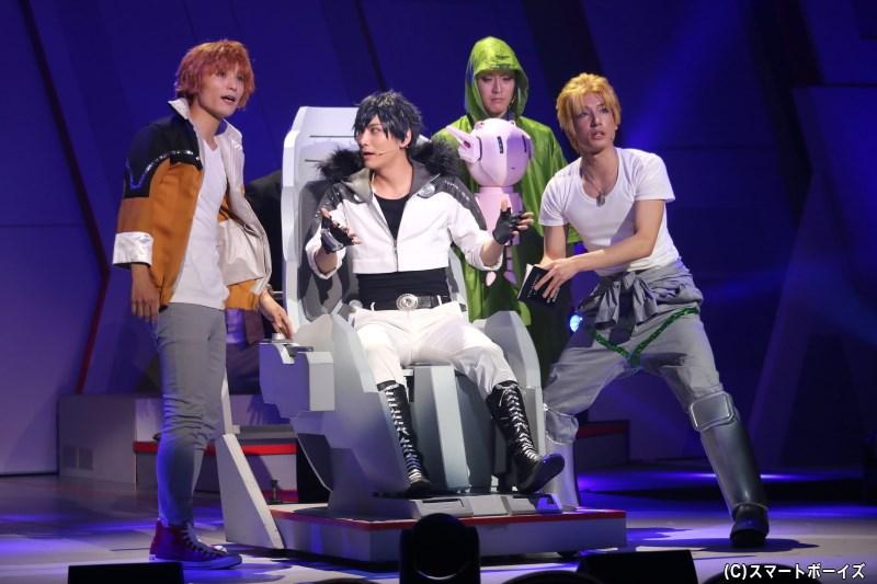 ロメオ・アルファ役の堀田怜央さん(左端)、ダッジ・ナイトロ役の宮澤 佑さん(右端)