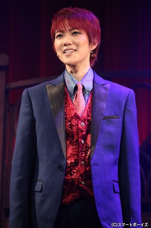 探偵/RED役の七海ひろきさん