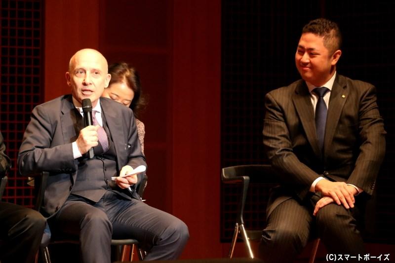 (左から)ジョルジョ・スタラーチェさん、三田光政プロデューサー