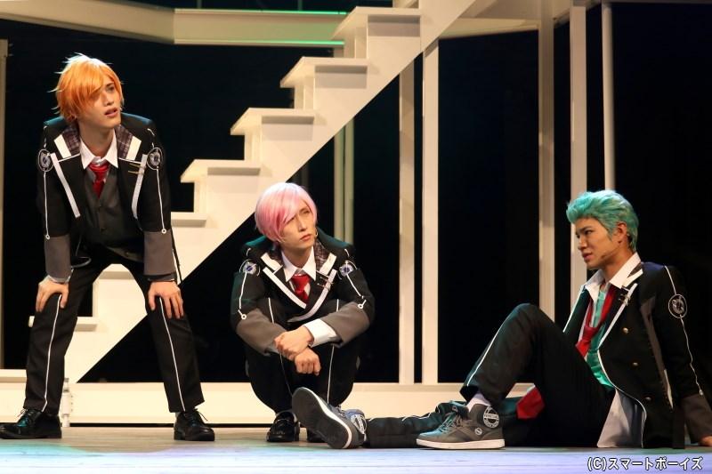 (左から)粟田謙介役の綾切拓也さん、柿野眞古都役の輝海さん、橘 守生役の大川慶吾さん
