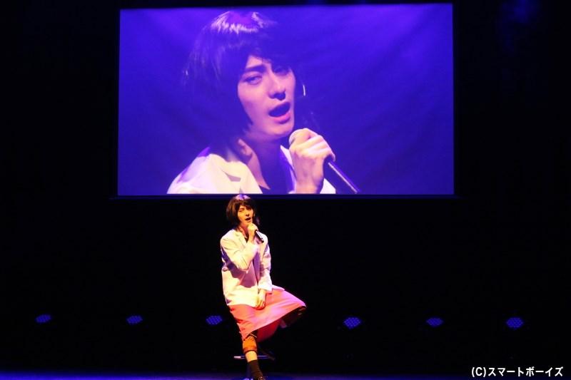 ビバ子さんの『好きで好きで好きで』の歌声に、魅了される場内……