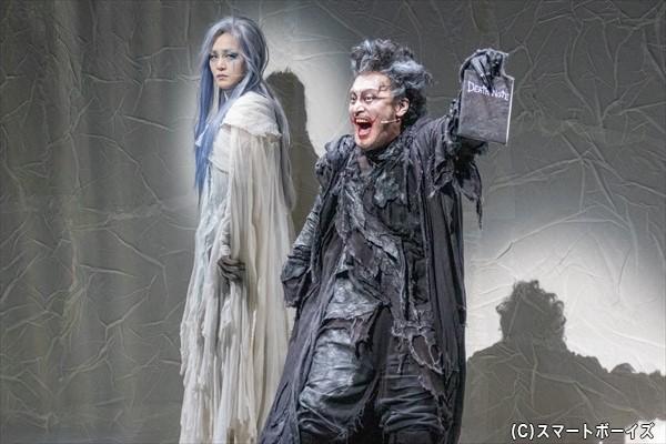 (左より)死神レム役/パク・ヘナさん、死神リューク役/横田栄司さん