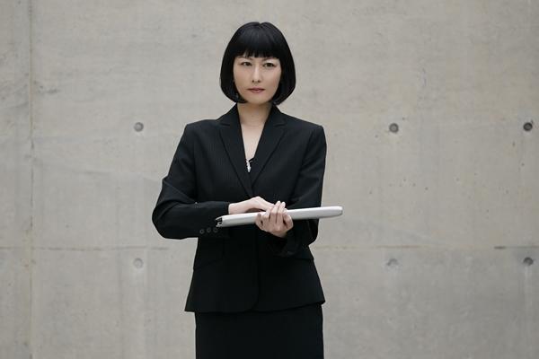 本部長の秘書:八坂紗々役の鳥居みゆきさん