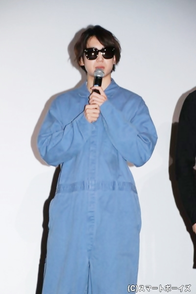 伊万里さんのサングラスをかける有澤さん。貴重なレアショット!
