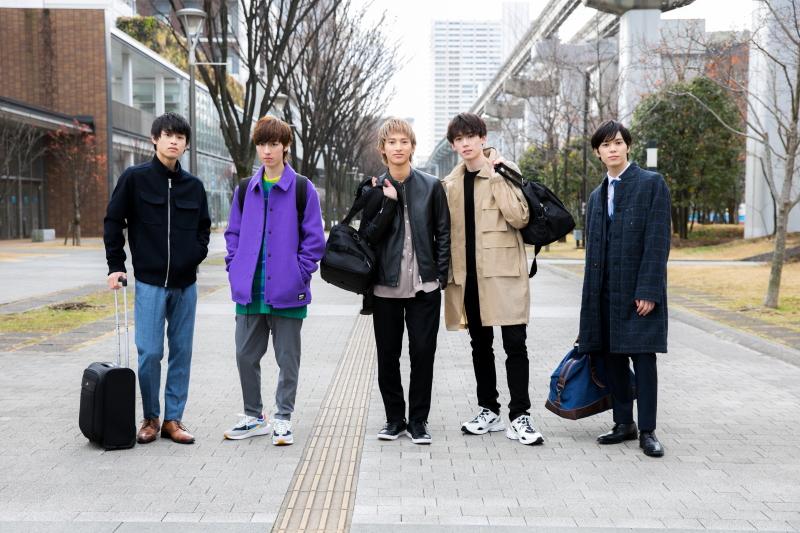 現在の社会人時代の5人、それぞれの時代を描きます (左から)澤田優、矢代卓也、木原瑠生、織部典成、宮内伊織
