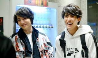 兄弟役を演じる和田琢磨さん(左)と高野洸さん(右)