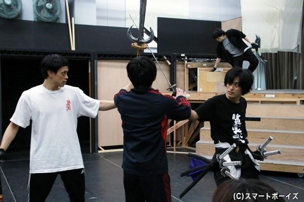 蒼紅を演じる新キャストの武子さんと前田さんによる殺陣稽古