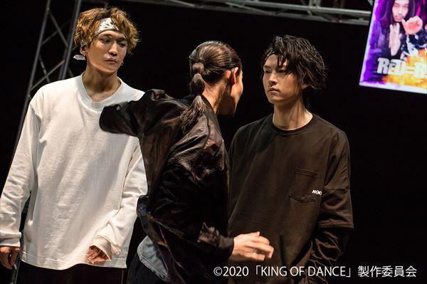 第4話場面写真 「複雑に絡み合う人間模様とガチダンスは見逃し厳禁!」