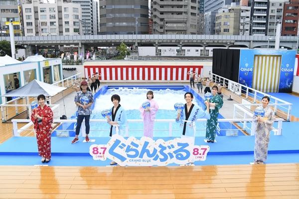 (左より)小倉優香さん、英勉監督、犬飼貴丈さん、与田祐希さん、竜星涼さん、石川恋さん、朝比奈彩さん