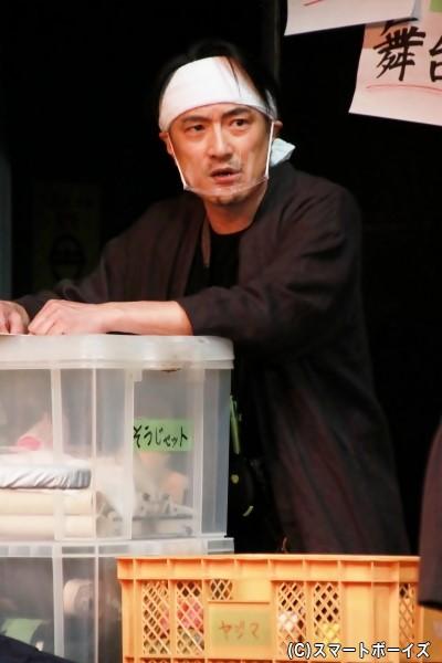 舞台監督・毛利心太郎役の西ノ園達大さん
