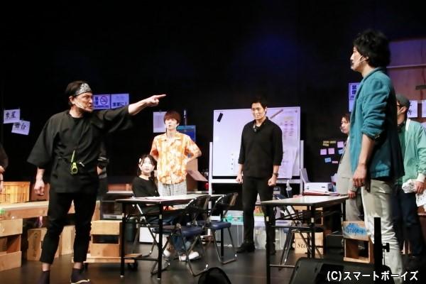 美術・照明・舞台監督、それぞれの意見がぶつかり合う! 果たして無事初日を迎えられるか?