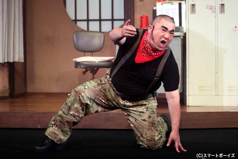 藤岡弘(怪人ドンカン)役の極楽とんぼ・山本圭壱さん