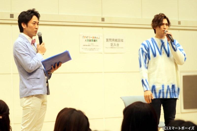 MC・せとたけおさんとともに、まずは沖縄での地元トークからスタート!