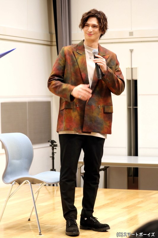 第3部では雰囲気を変え、大人っぽいジャケット姿も見せてくれました!