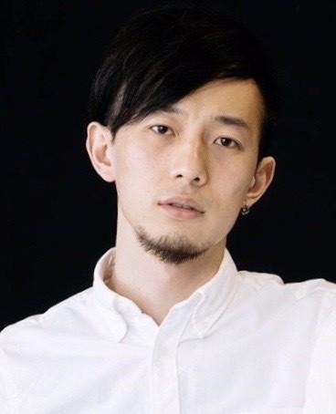 ピアノ演奏の吉田能さん(あやめ十八番)