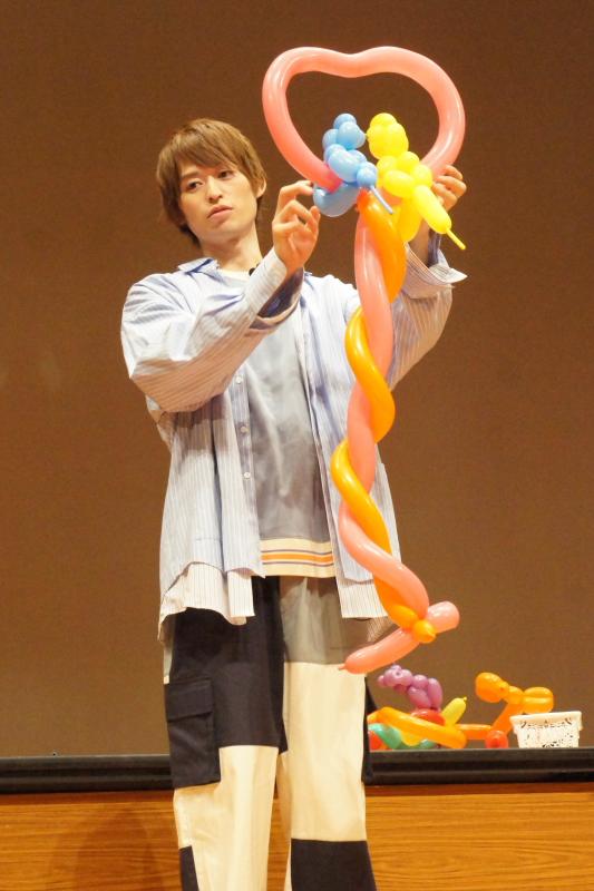 お題『メルへン』に、高本さんは2匹のトイプードルがラブラブな様子を表現