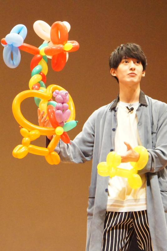 菊池さんはお花・ハート・ワンちゃんと、可愛さてんこ盛りの『メルヘン』で勝負!