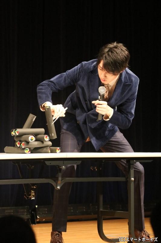 小坂さんの長すぎる脚が、かえってハンデに!? 必死な姿に客席も大盛り上がり