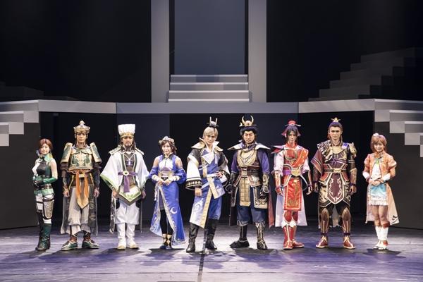 (左より)上西恵さん、中村誠治郎さん、室龍太さん、宮崎理奈さん、丘山晴己さん、波岡一喜さん、健人さん、稲葉光さん、太田奈緒さん