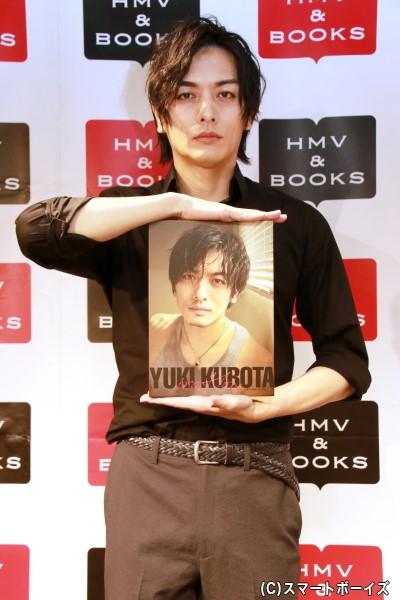 DVD付き写真集『iroHon』をリリースした久保田悠来さん