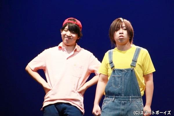 (左)佐⽵哲郎役の山中健太さん (右)佐⽵俊郎役の山中翔太さん