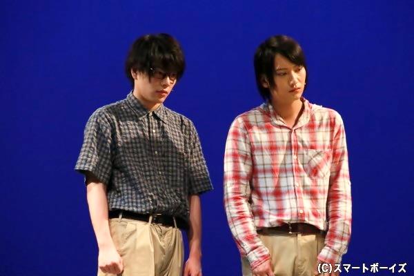 (右)宇野秀明役の秋葉友佑さん (左)中尾和⼈役の飯山裕太さん
