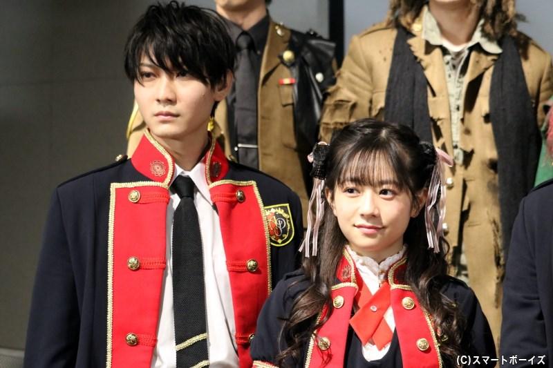 (左から)ダミエ役の高崎俊吾さん、ヴィヴィアン役の伊藤萌々香さん