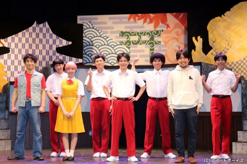 囲み取材 登壇キャスト (左から)なだぎ武さん、井深克彦さん、和田まあやさん、もう中学生さん、平野 良さん、寺山武志さん、演出・なるせゆうせいさん、高木晋哉さん