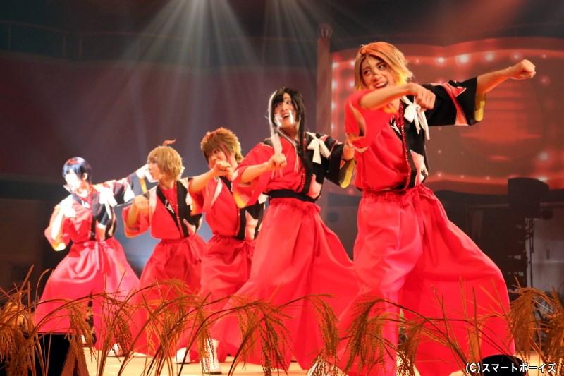 芝居の後はお祭り騒ぎのライブパートへ、ラブライスらがハーベストショーを披露!