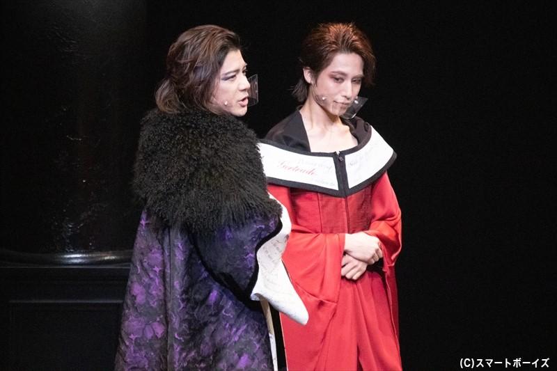 主人公のハムレット以外は、次々と役が交換されていく演出!