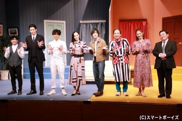 (左より)光平崇弘さん、加藤将さん、根本正勝さん、大湖せしるさん、山本一慶さん、ルー大柴さん、宇月颯さん、我善導さん