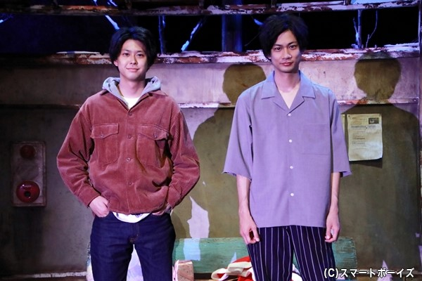 2人芝居「会えない無人駅」に出演する馬場良馬さん(右)と鈴木勝大さん(左)