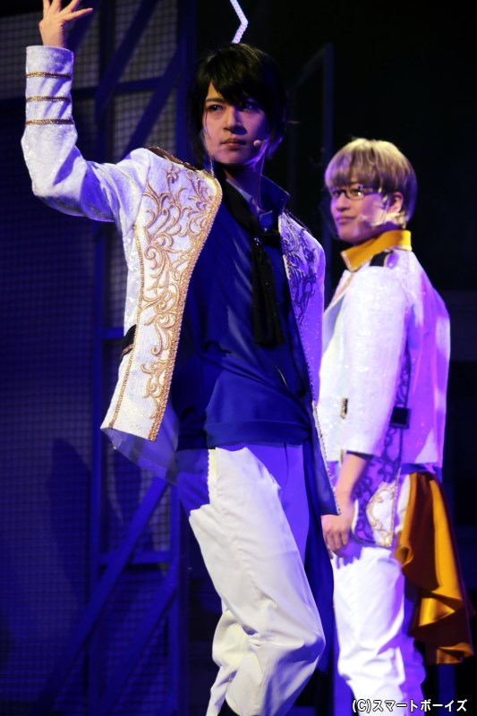 (左から)<team楪>揚羽 陸役の大見拓土さん、蜂矢 聡役の石田 隼さん