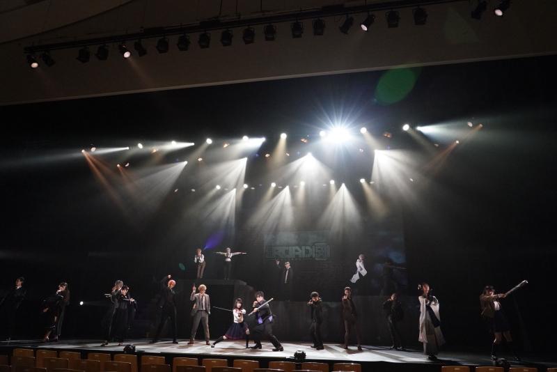 なかのZERO大ホールの巨大ステージ狭しと暴れまわる!