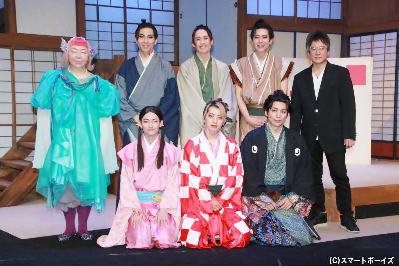 (左前列より)阿部大地さん、反橋宗一郎さん、磯貝龍乎さん (左後列より)真城めぐみさん、井澤勇貴さん、前川優希さん、小沼将太さん、錦織一清さん