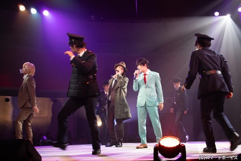 歌唱シーンもたっぷりで、客席も手拍子で盛り上がれる演出に!