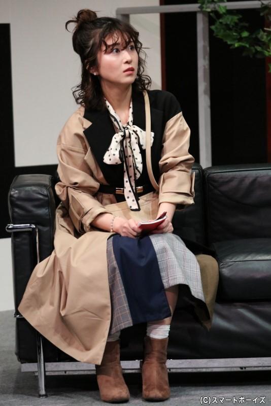 PV撮影の取材のためにT2のもとを訪れた、記者・川村役の結木さくらさん