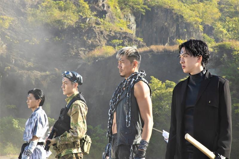 仮面ライダー作品出演者が、敵の幹部・四天王となって純烈に立ちはだかる!