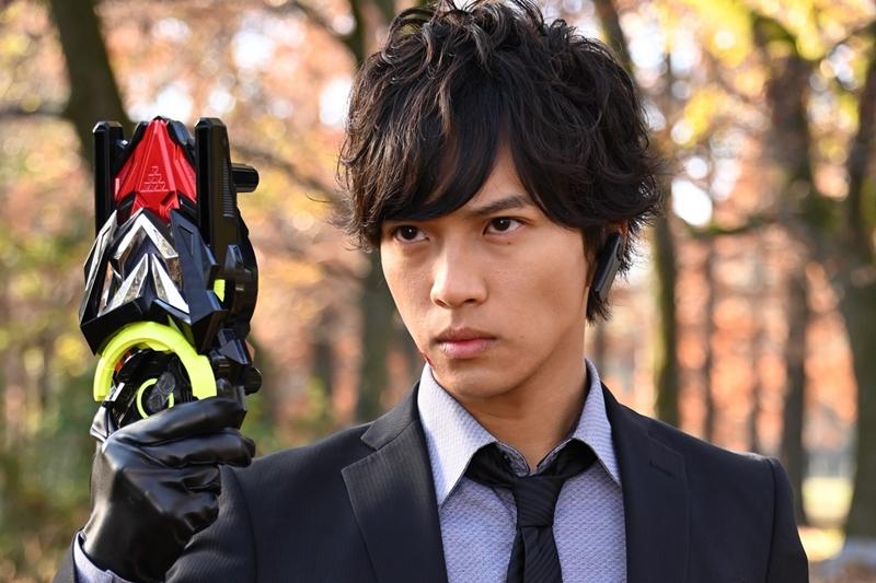 田龍太郎さん演じる不破諫/仮面ライダーバルカンが、ゼロワンドライバーで変身!