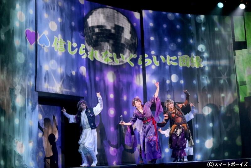 物語のエンディングでは、登場人物たちが歌って踊るライブパート『宴の時間』も!
