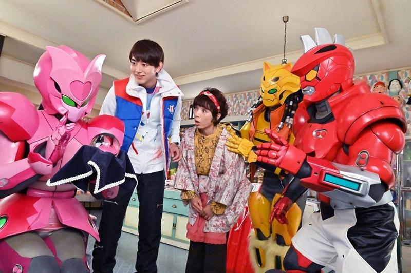 ゼンカイジャーの主人公・五色田介人/ゼンカイザー役の駒木根葵汰さん(左から2人目)
