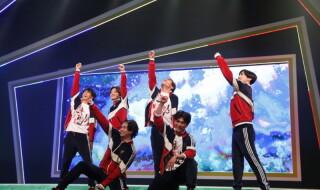 男子新体操がステージ上で吹き替えなしで!