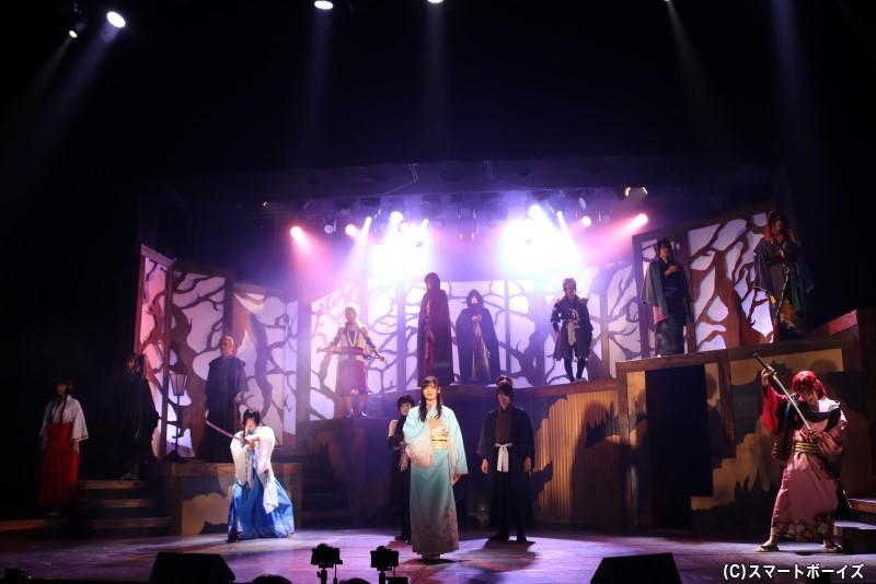 久姫に瓜二つな料理茶屋の娘・香夜は、偽の姫に扮して花嫁行列を演じることに